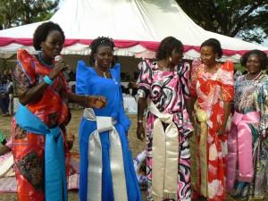 La novia (de azul) con las mujeres de su Clan.