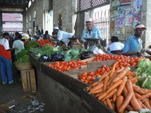 Mercadfo de frutas y verduras.