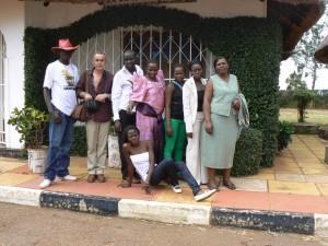 Foto de familia en el Resort de Mayanji en el Lago Victoria.